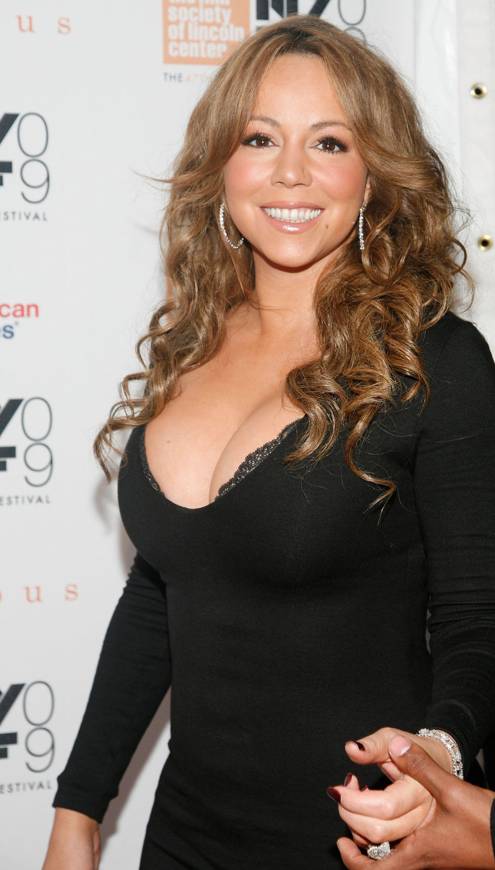 mariah-carey-and-her-cleavage-at-precious-screening-15