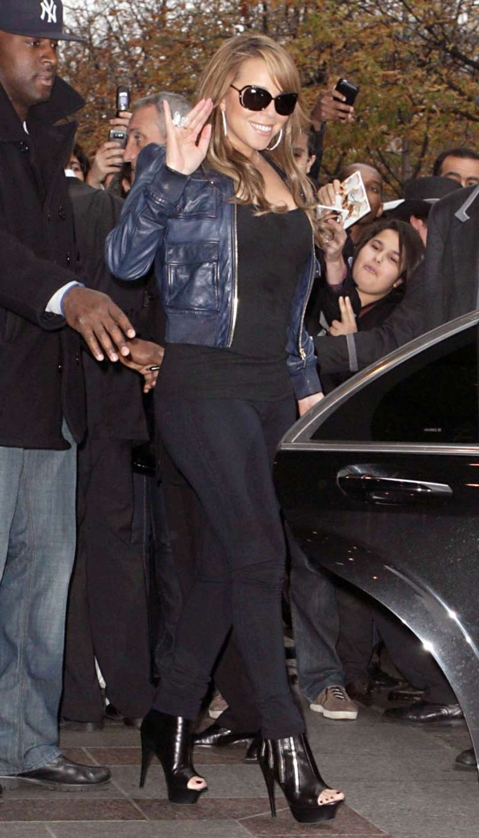mariah-carey-ass-candids-in-paris-01