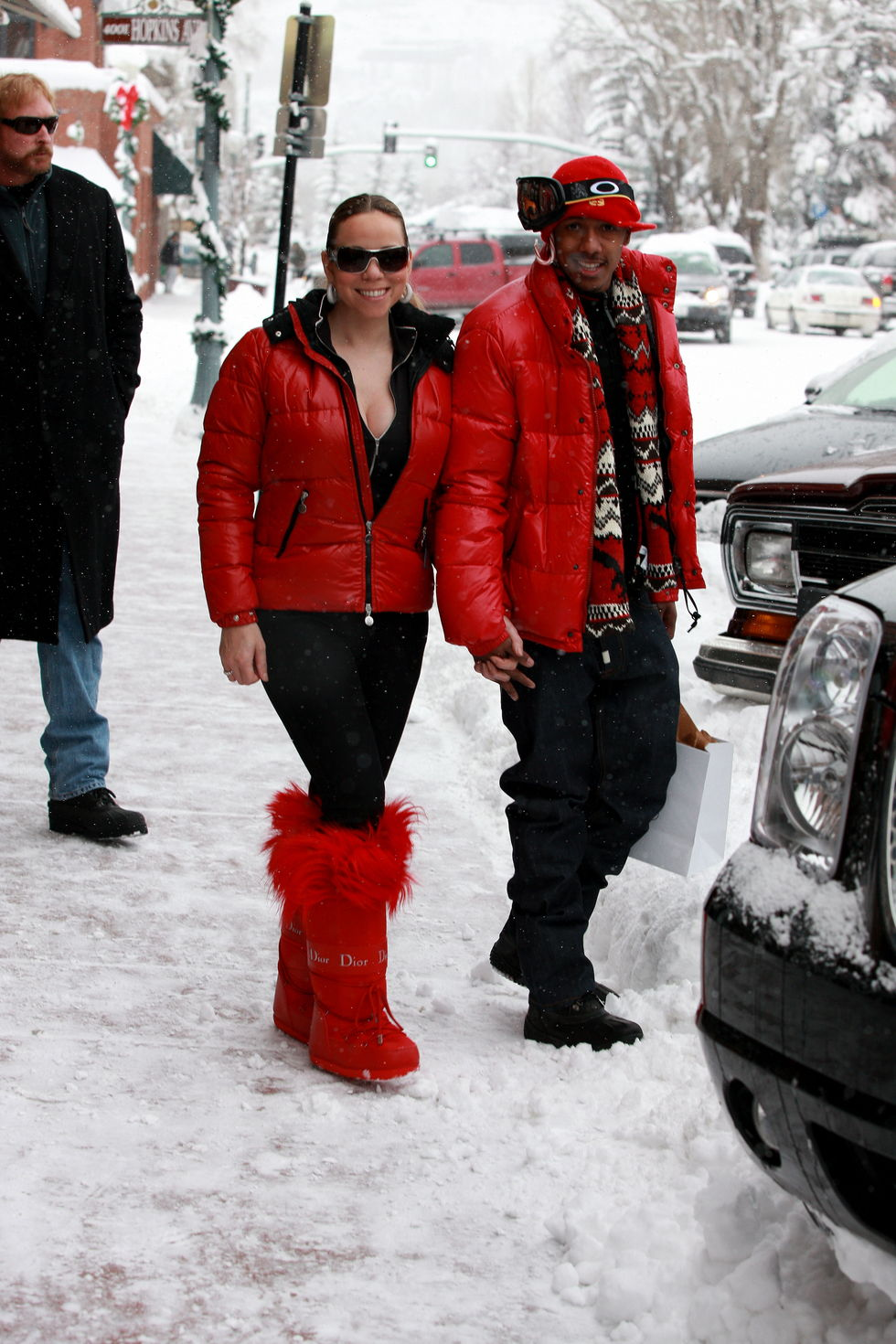 mariah-carey-cleavag-candids-in-aspen-01