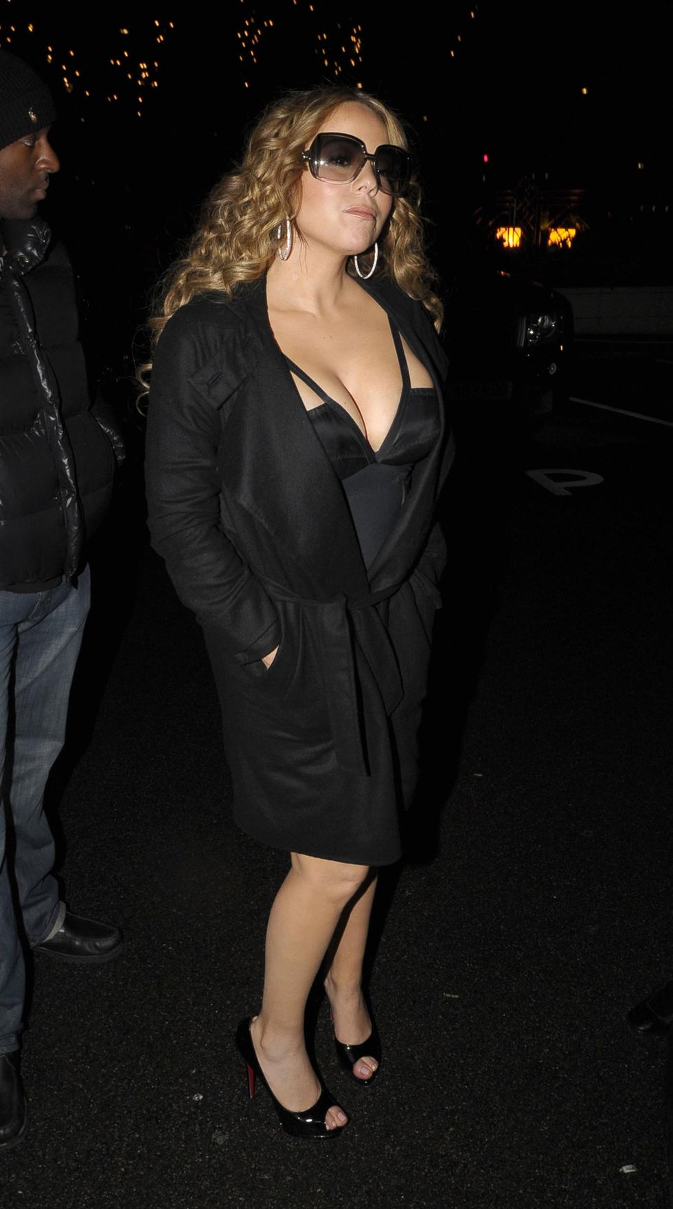mariah-carey-cleavage-candids-in-london-01