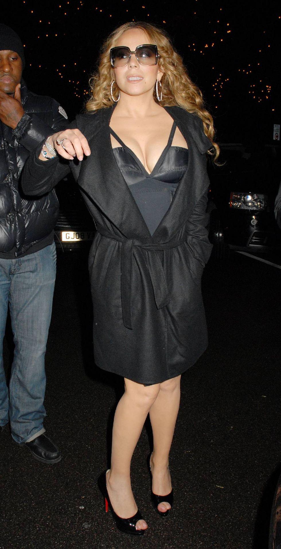 mariah-carey-cleavage-candids-in-london-05