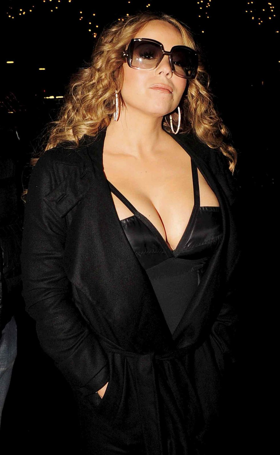 mariah-carey-cleavage-candids-in-london-06