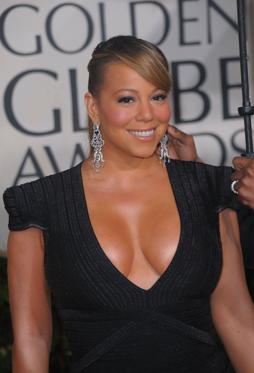 mariah-carey-huge-cleavage-at-2010-golden-globe-awards-06