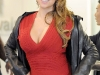 mariah-carey-in-red-revealing-dress-at-narita-airport-06