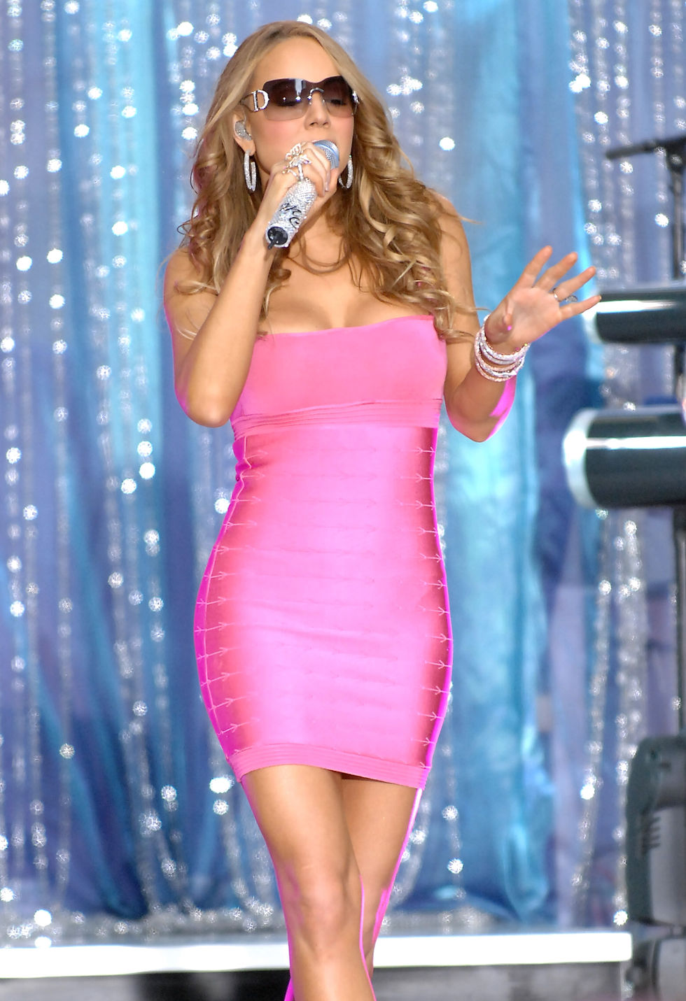 mariah-carey-performs-at-abcs-good-morning-america-01