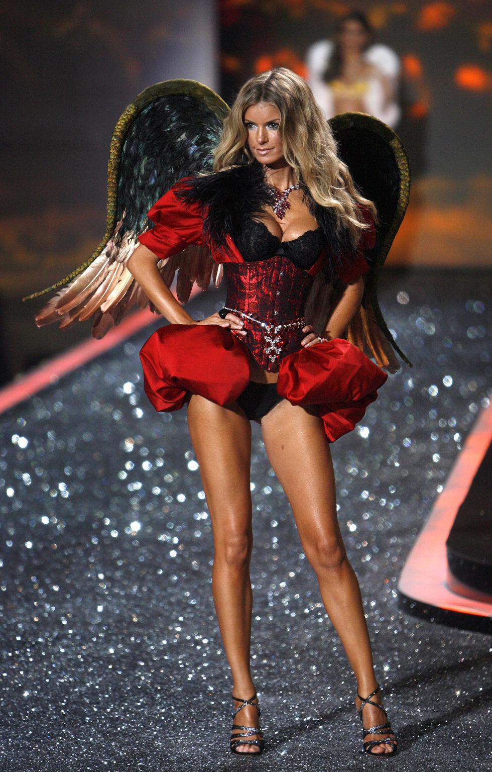 Pics of  Marisa Miller - 2009 Victoria   s Secret Fashion ShowMarisa Miller Victorias Secret Fashion Show