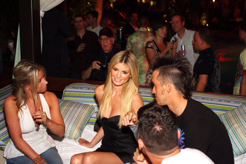 marisa-miller-hosts-a-party-at-the-pool-at-harrahs-in-atlantic-city-01
