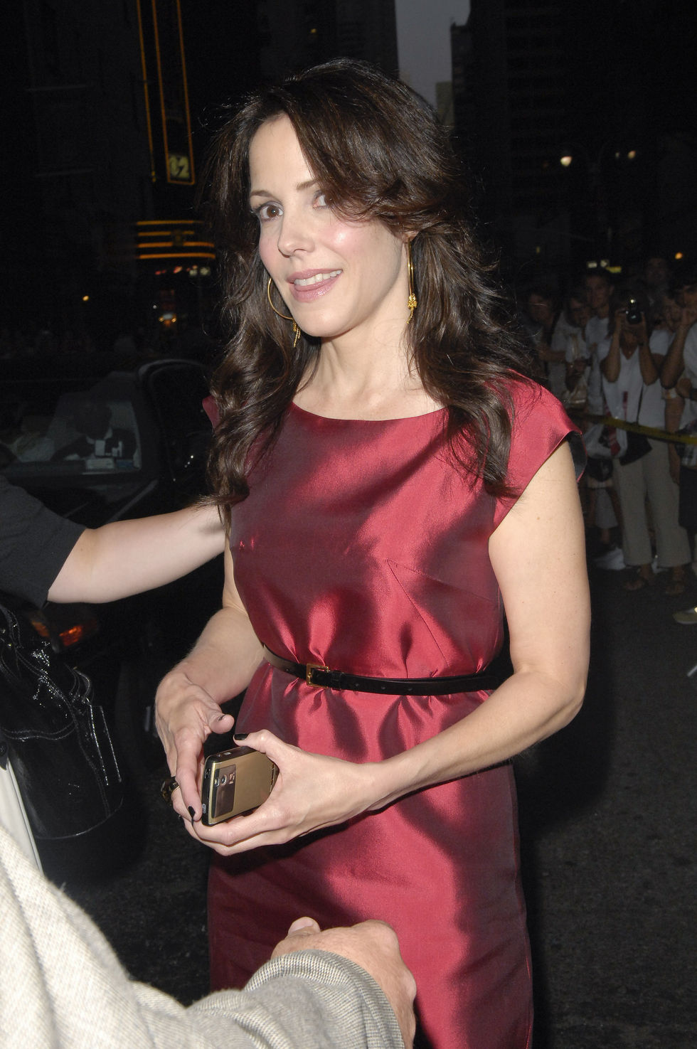 mary-louise-parker-arrives-at-the-late-show-with-david-letterman-in-new-york-01