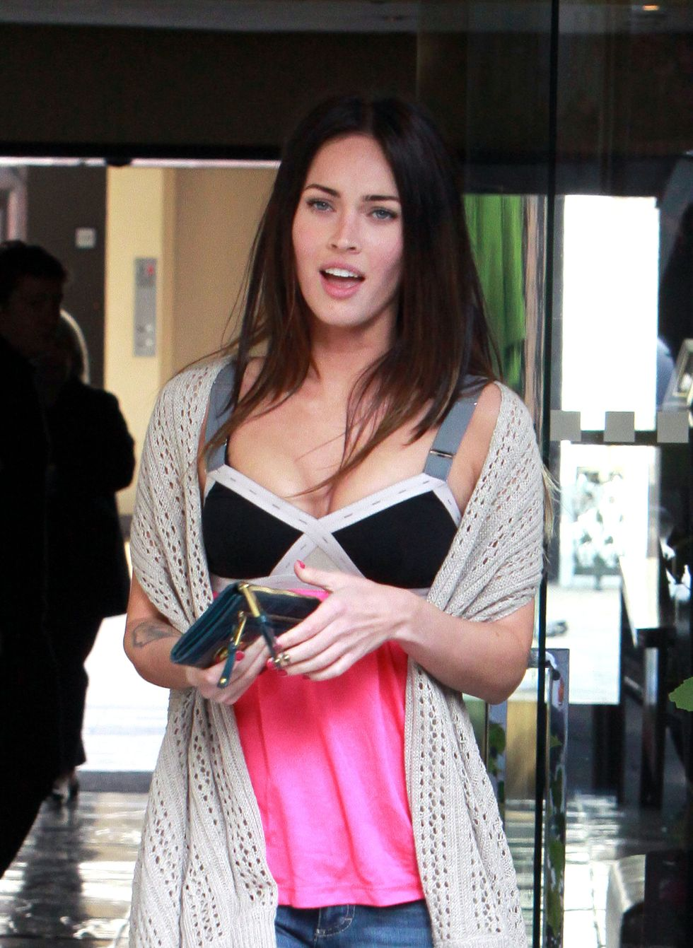 megan-fox-at-the-sunset-marquis-hotel-in-hollywood-01