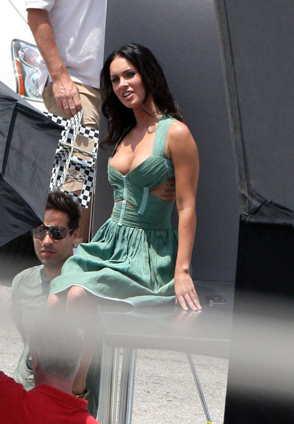 megan-fox-cleavage-candids-at-a-photoshoot-in-los-angeles-02