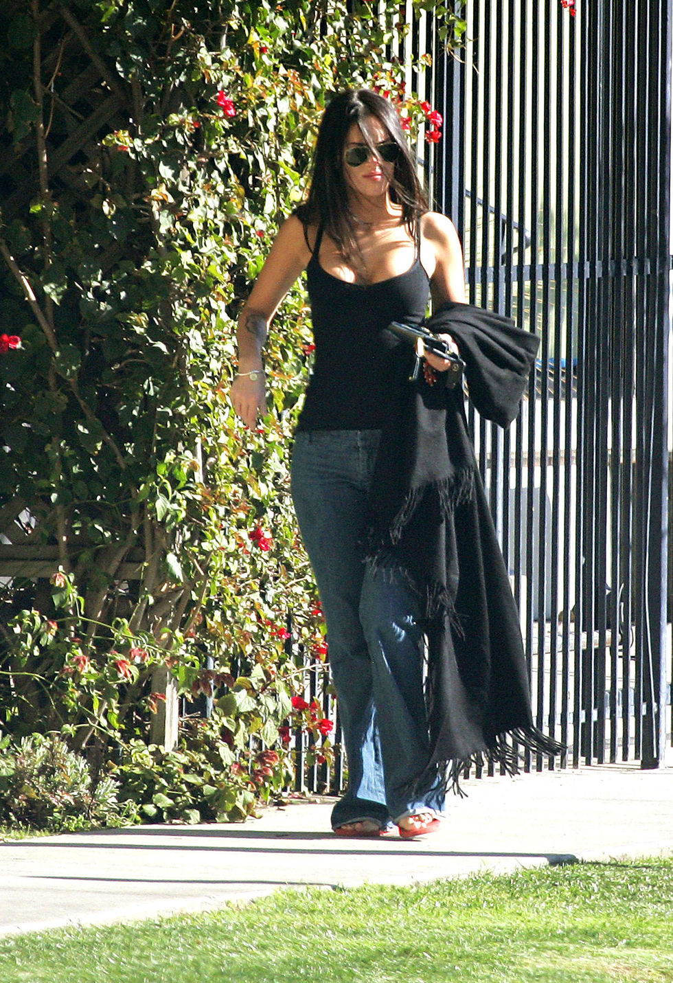 megan-fox-cleavage-candids-in-beverly-hills-01