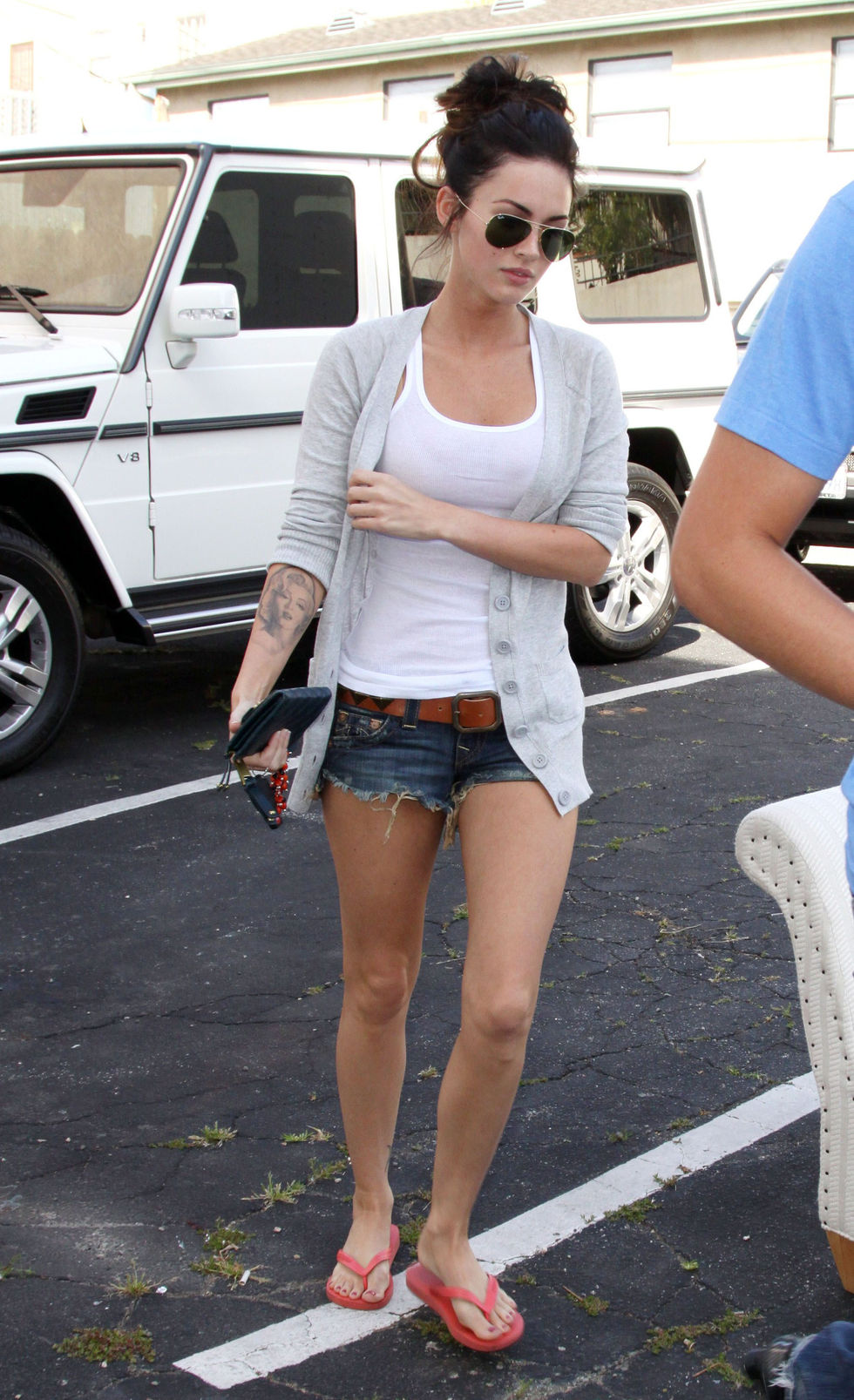 megan-fox-leggy-candis-in-los-angeles-01