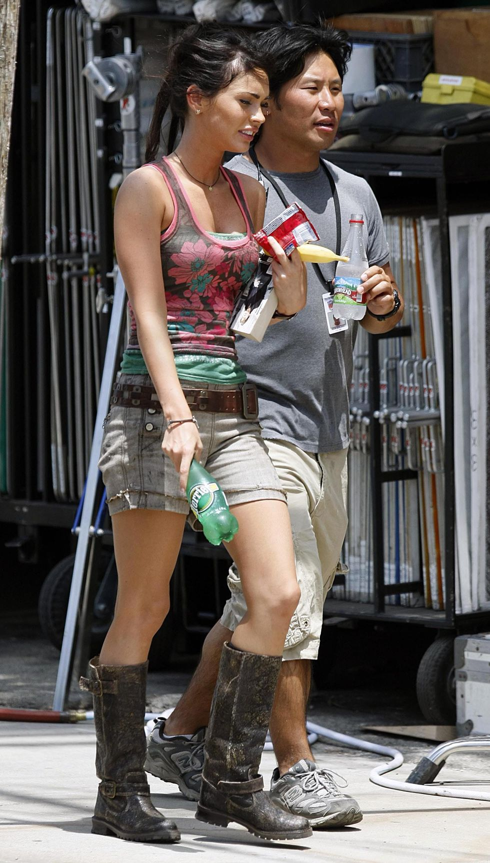 megan-fox-on-the-set-of-transformers-in-venice-beach-01
