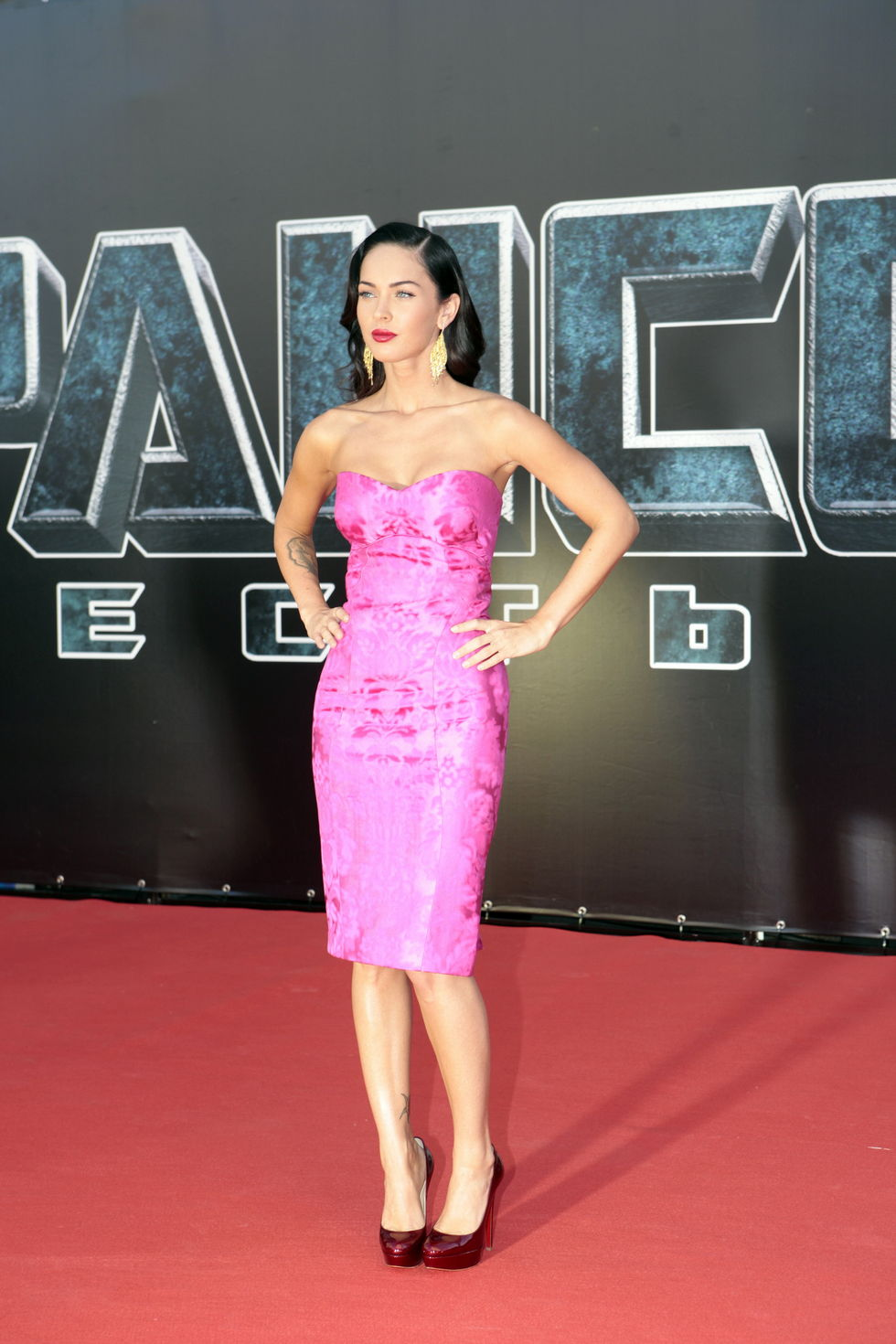 megan-fox-transformers-revenge-of-the-fallen-premiere-in-moscow-01