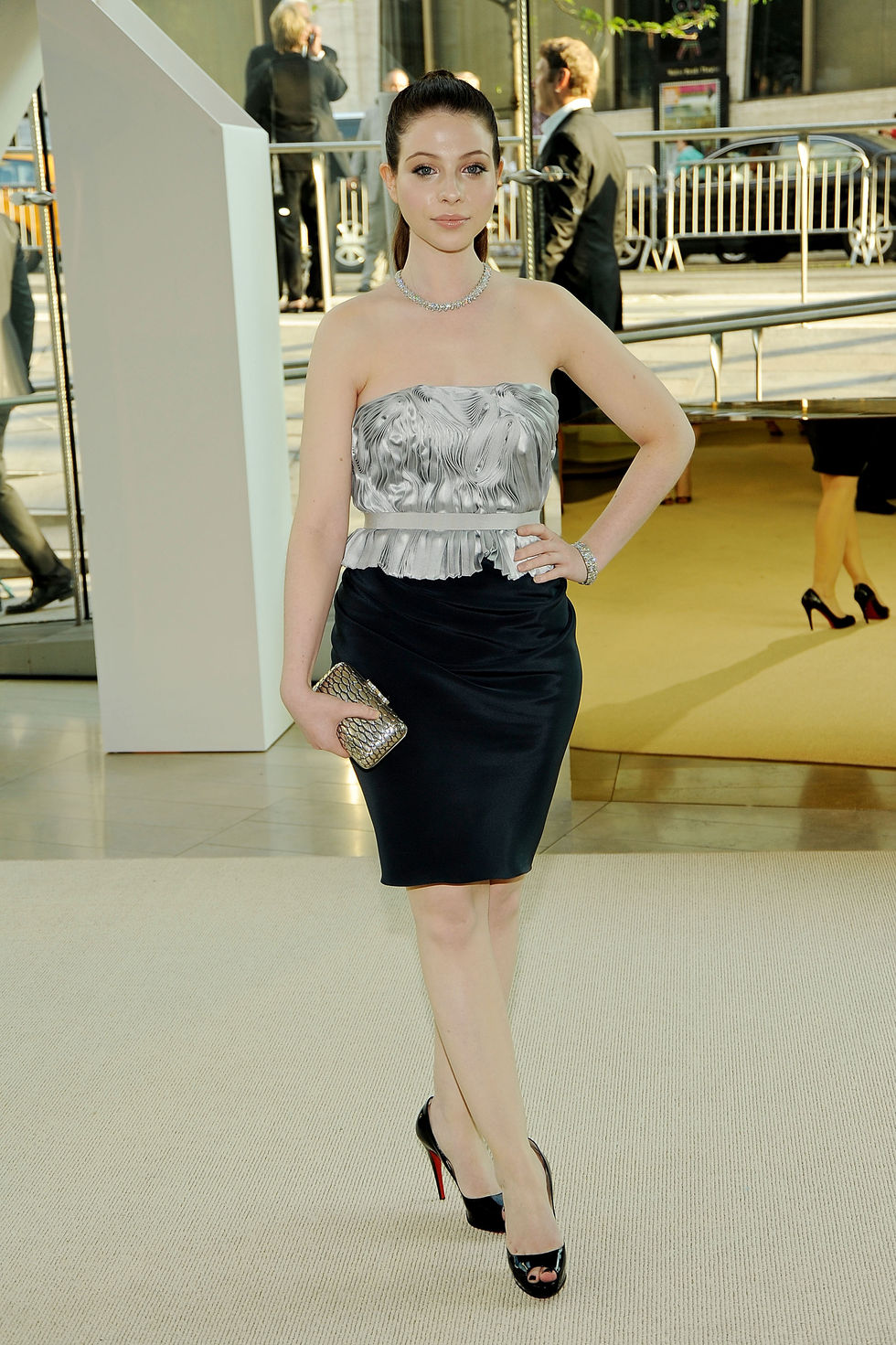 michelle-trachtenberg-2009-cfda-fashion-awards-in-new-york-01
