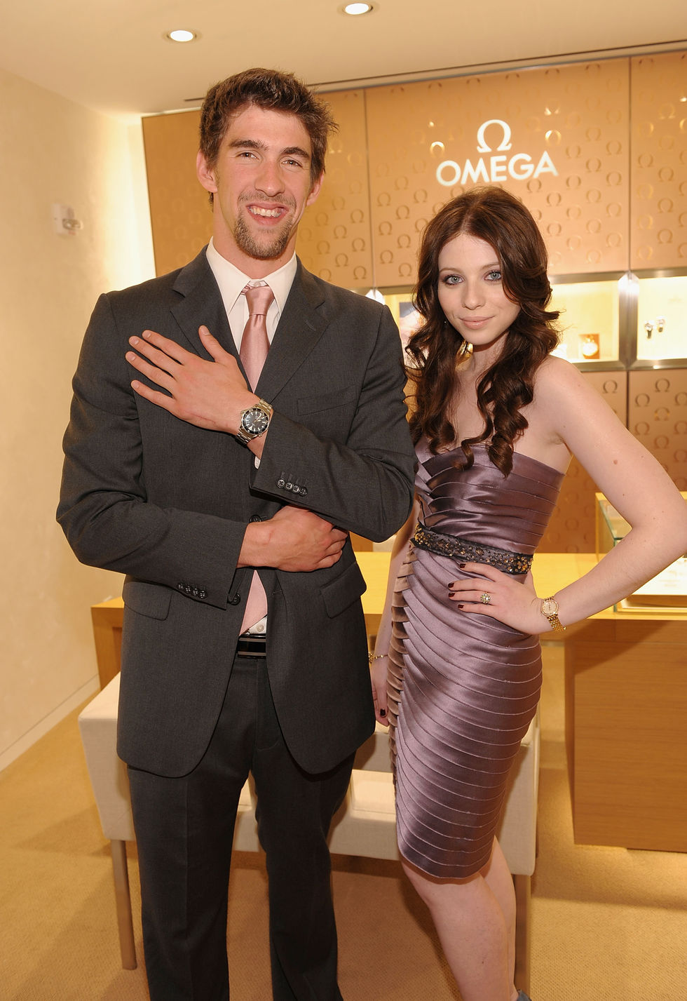 michelle-trachtenberg-omega-flagship-boutique-opening-in-new-york-01
