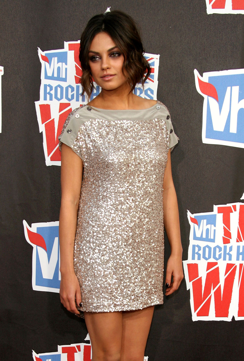 mila-kunis-3rd-annual-vh1-rock-honors-01