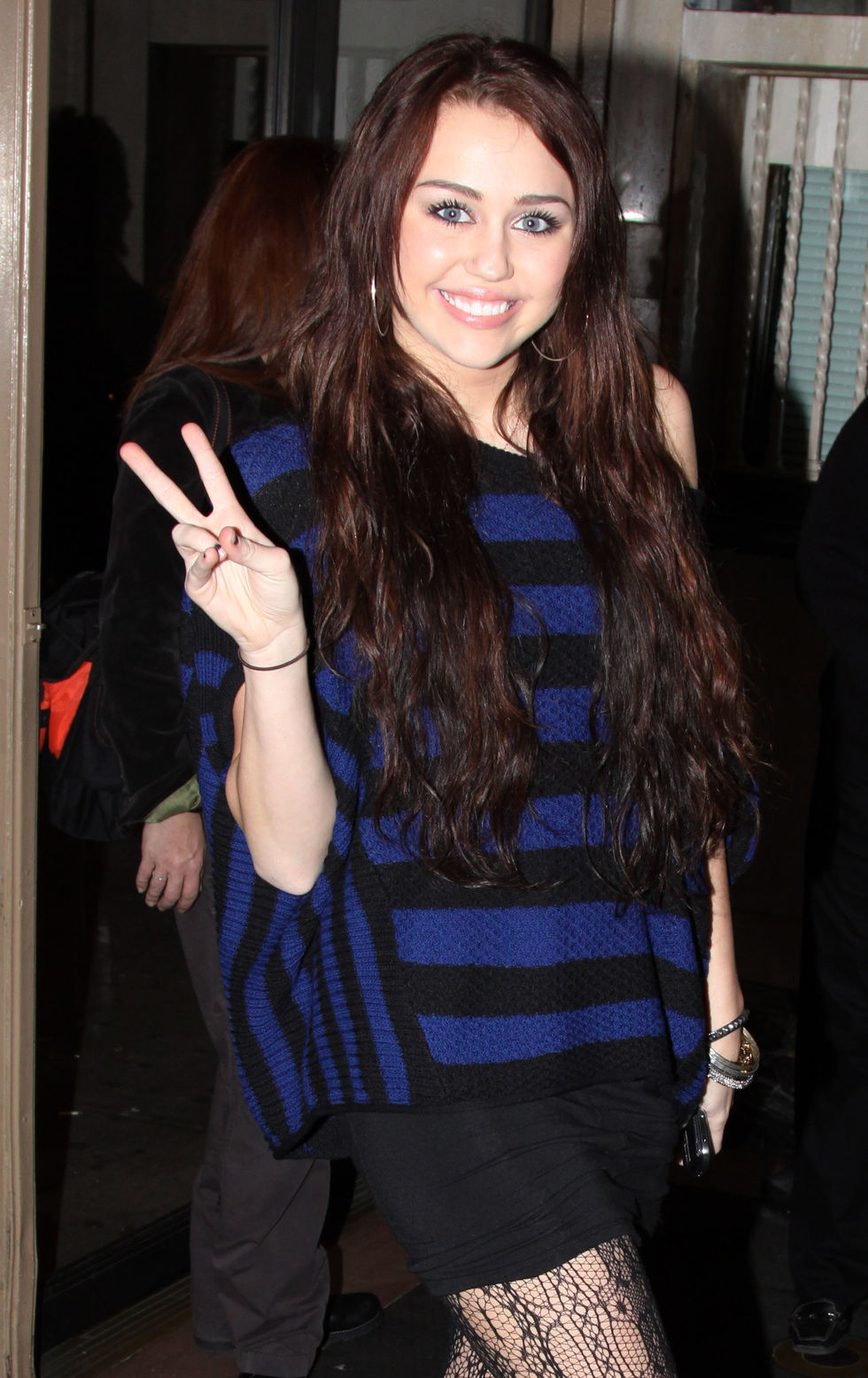 miley-cyrus-at-the-rock-of-ages-musical-on-broadway-01