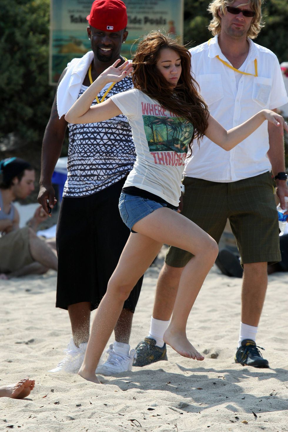 miley-cyrus-hannah-montana-the-movie-movie-set-in-malibu-beach-01