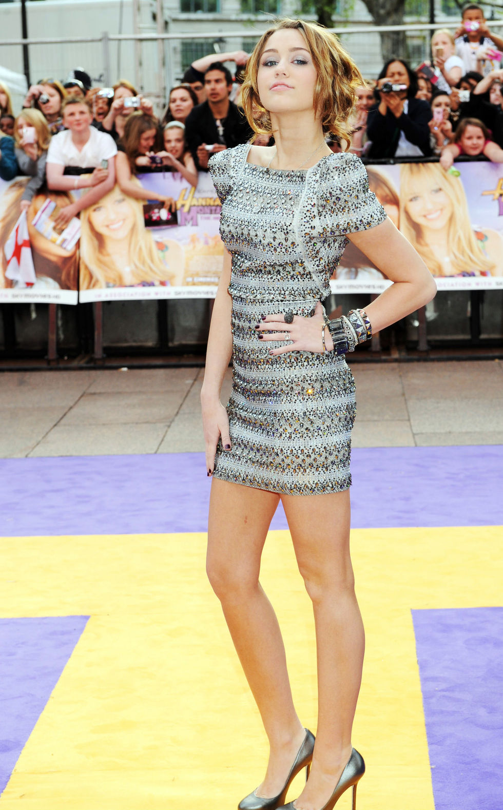 miley-cyrus-hannah-montana-the-movie-premiere-in-london-01