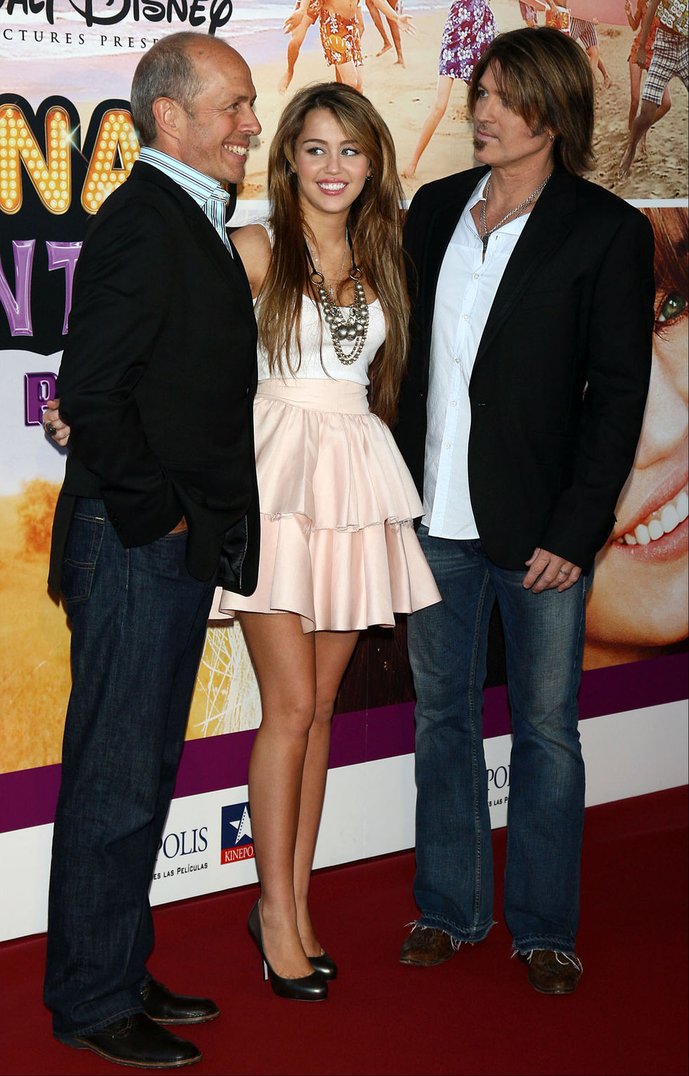 miley-cyrus-hannah-montana-the-movie-premiere-in-madrid-01