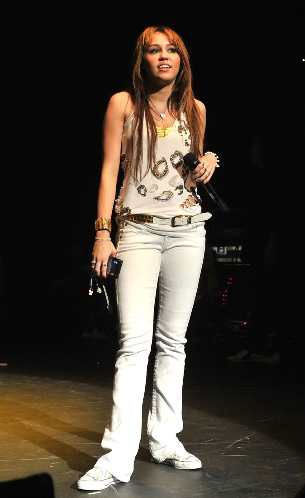 miley-cyrus-performs-at-bbcs-the-switch-live-01