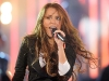 miley-cyrus-performs-at-the-fnmtv-premieres-02