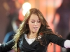 miley-cyrus-performs-at-the-fnmtv-premieres-11