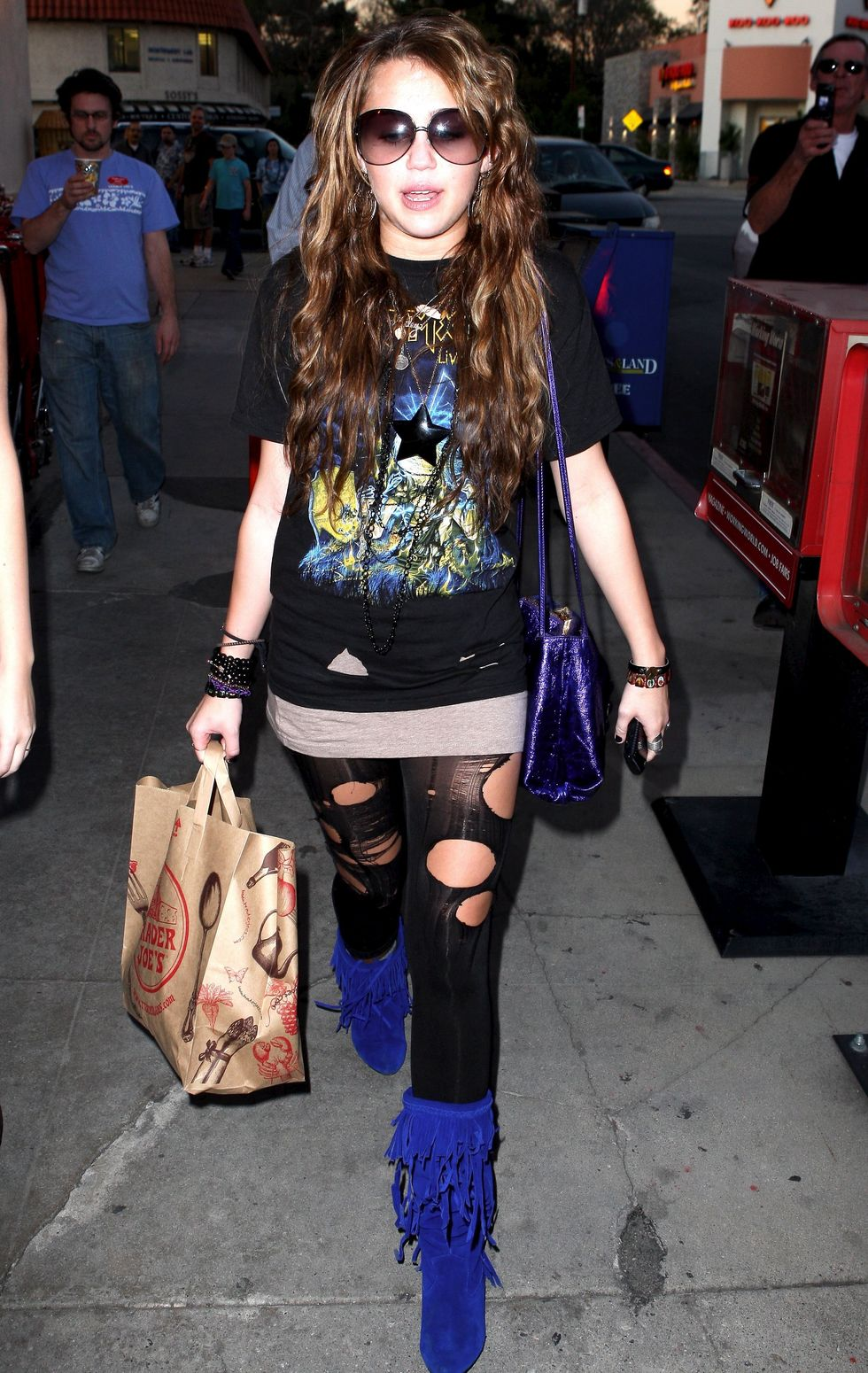 miley-cyrus-ripped-leggings-candids-in-hollywood-07
