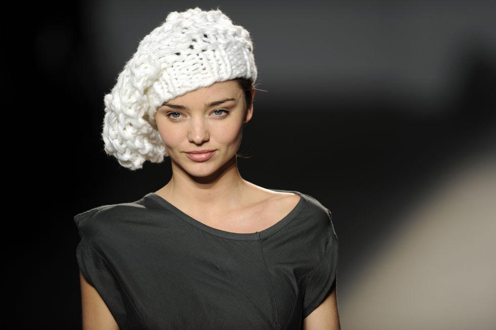 miranda-kerr-miriam-ponsa-fashion-show-in-barcelona-01