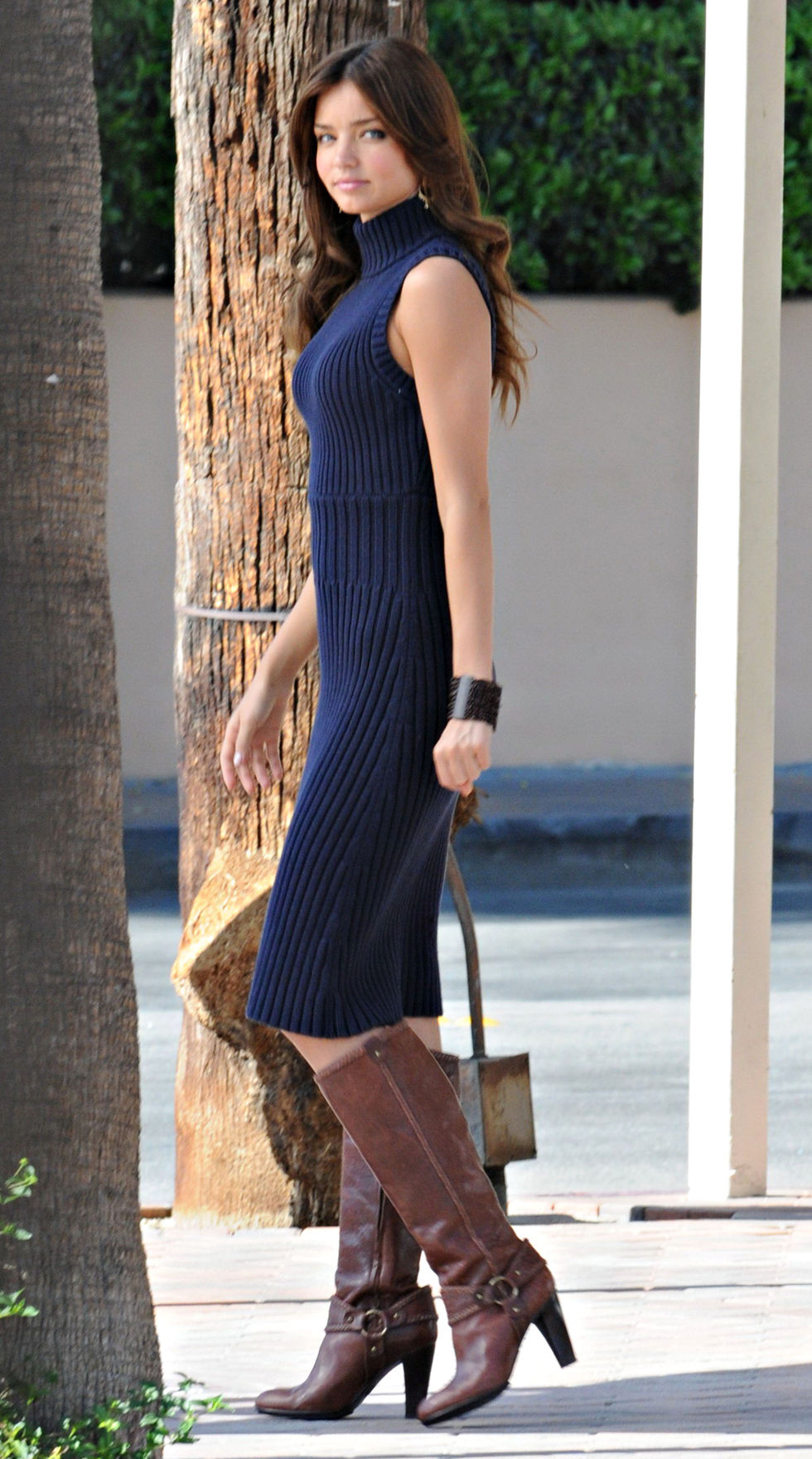 miranda-kerr-photoshoot-candids-in-palm-springs-01