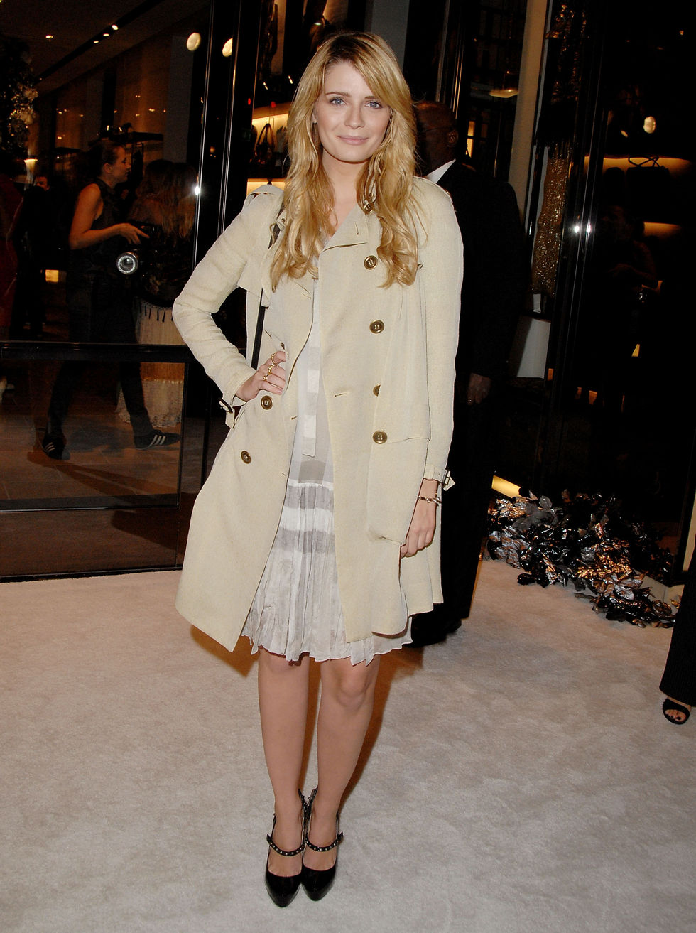 mischa-barton-beverly-hills-burberry-store-reopening-celebration-01