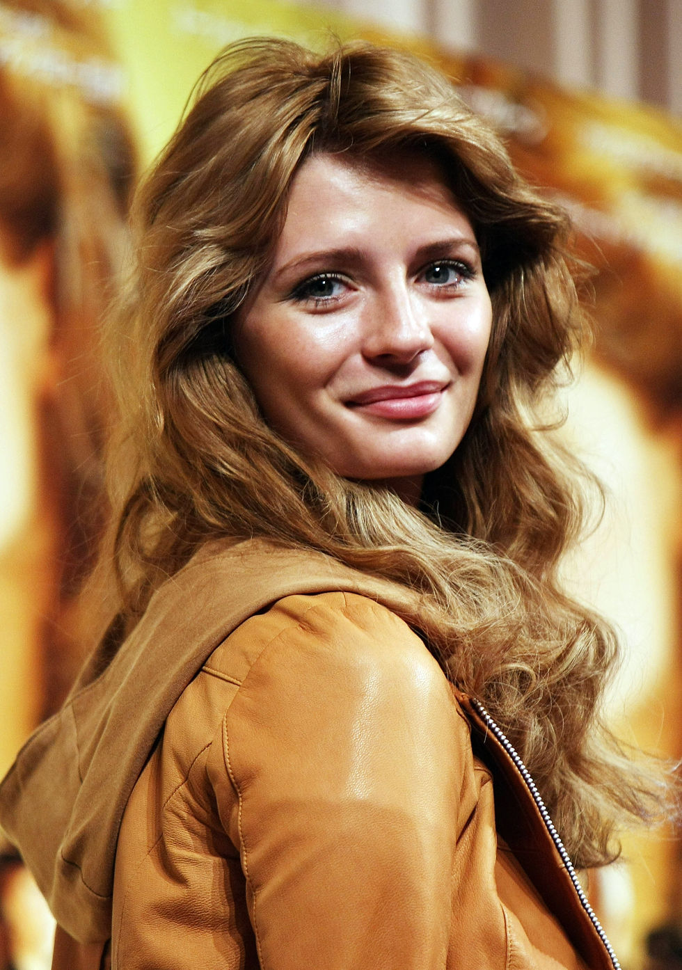 mischa-barton-closing-the-ring-press-conference-in-tokyo-01