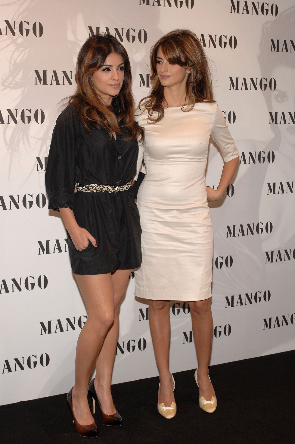 monica-and-penelope-cruz-present-mango-exclusive-collection-in-madrid-01