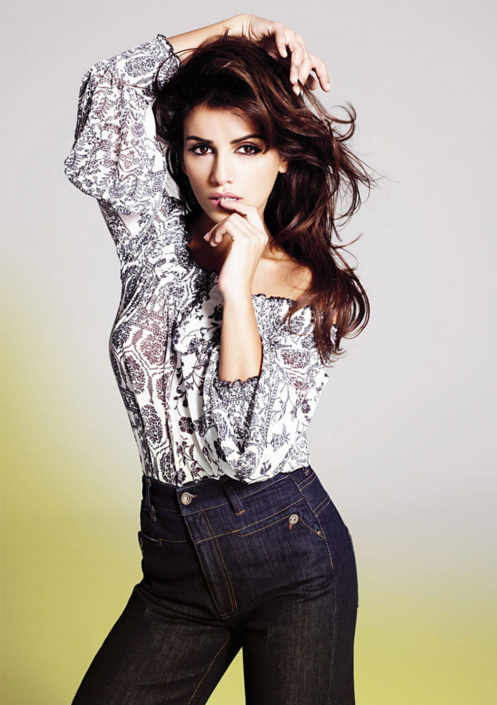 penelope-and-monica-cruz-photoshoot-for-mango-clothes-01