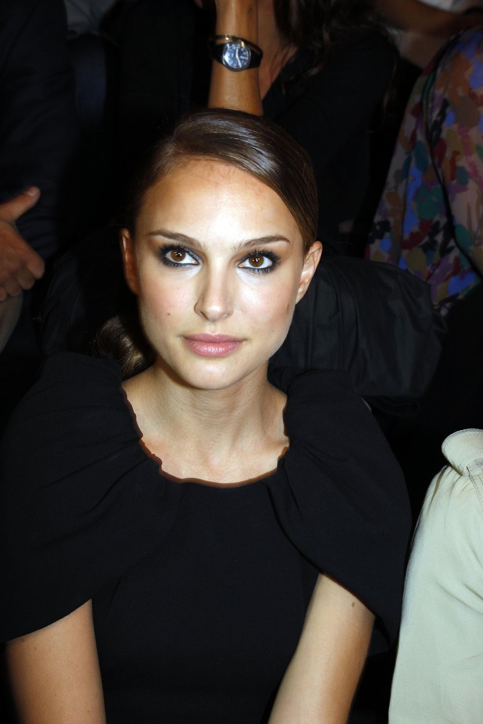 natalie-portman-giambattista-valli-fashion-show-in-paris-01