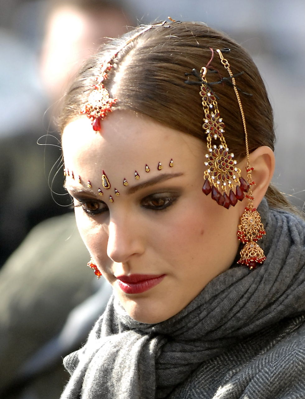 natalie-portman-on-the-set-of-new-york-i-love-you-in-brooklyn-01