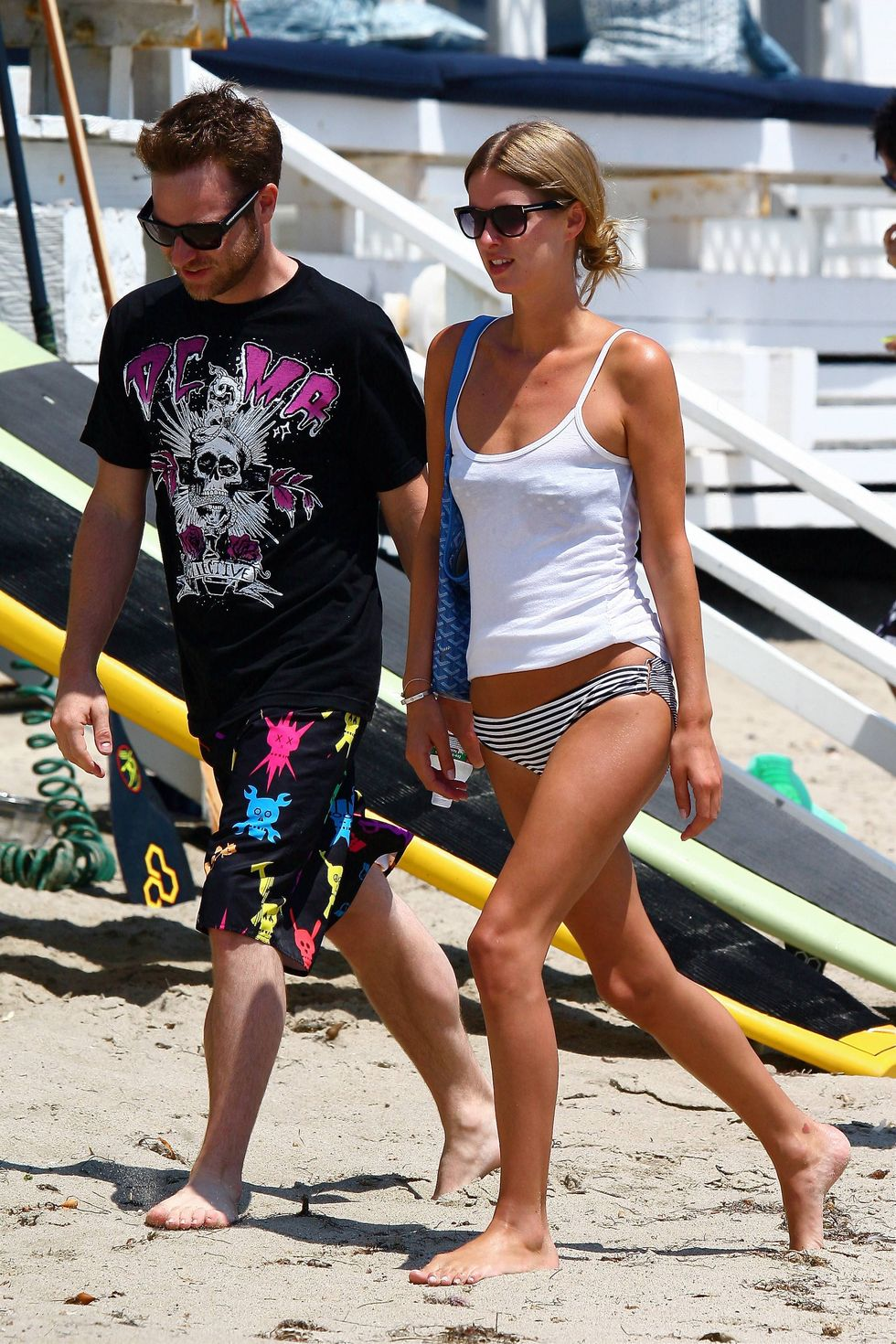 nicky-hilton-on-the-beach-in-malibu-01