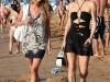 paris-and-nicky-hilton-candids-at-maui-beach-in-hawaii-10
