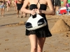 paris-and-nicky-hilton-candids-at-maui-beach-in-hawaii-18