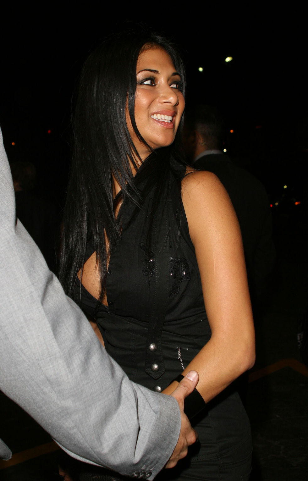 nicole-scherzinger-cleavage-candids-at-avalon-nightclub-in-hollywood-01