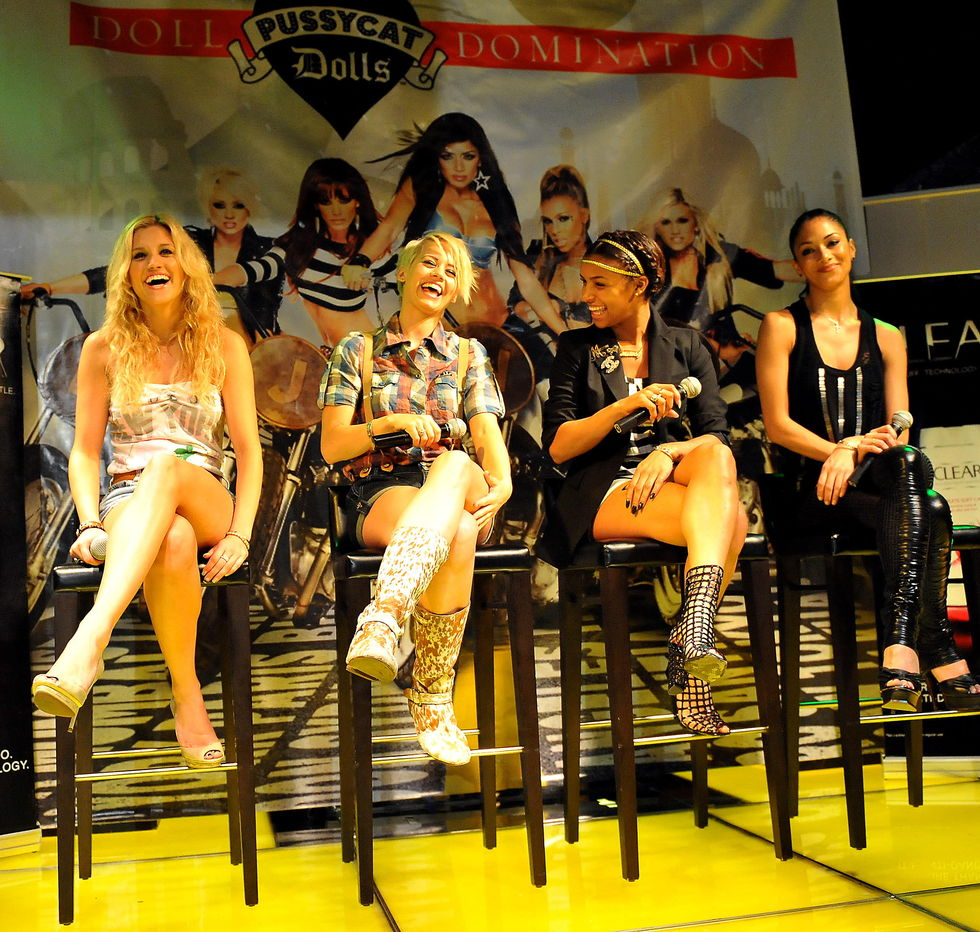 the-pussycat-dolls-at-press-conference-in-manila-01