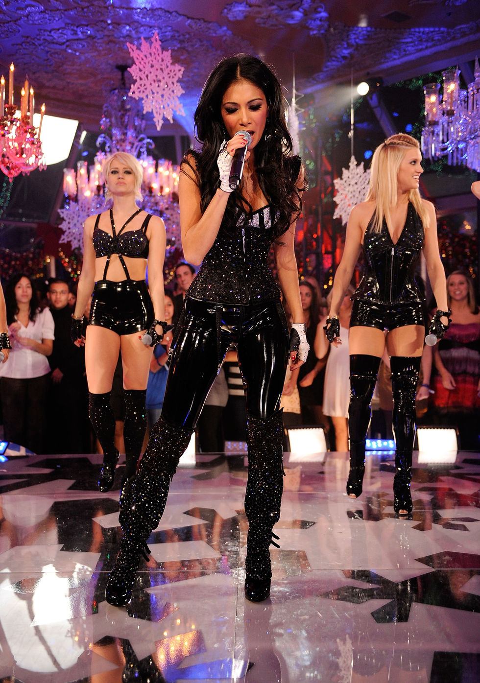 the-pussycat-dolls-perform-during-the-hills-season-4-finale-in-new-york-01