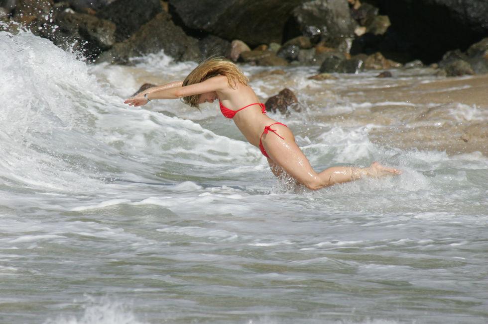 nicollette-sheridan-bikini-candids-at-the-beach-in-st-barts-02