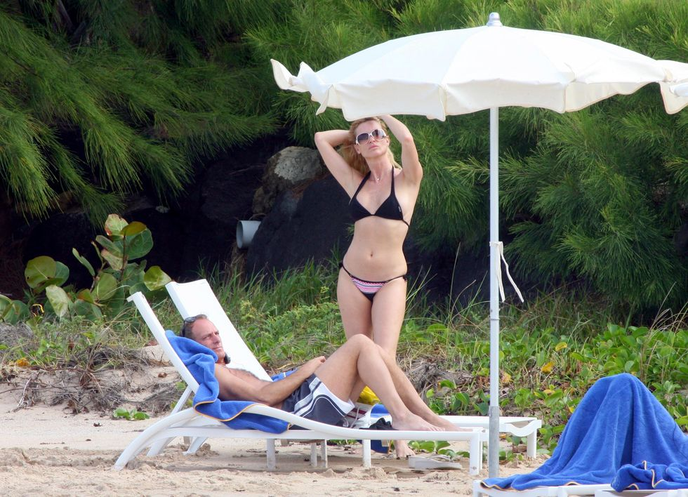 nicolette-sheridan-in-bikini-at-the-beach-in-saint-barthelemy-island-01