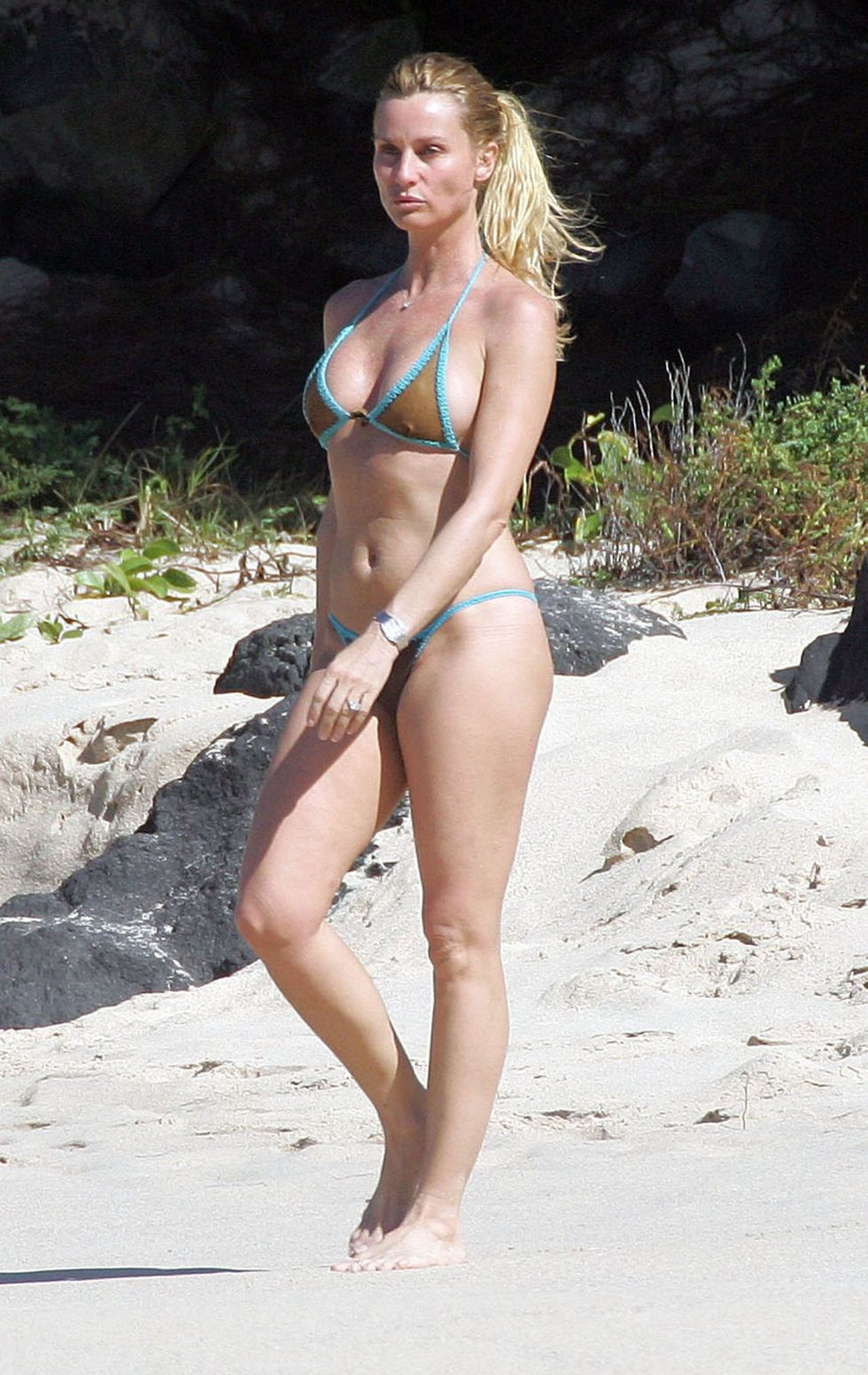 nicollette-sherdian-bikini-candids-at-the-beach-in-saint-barthelemy-02
