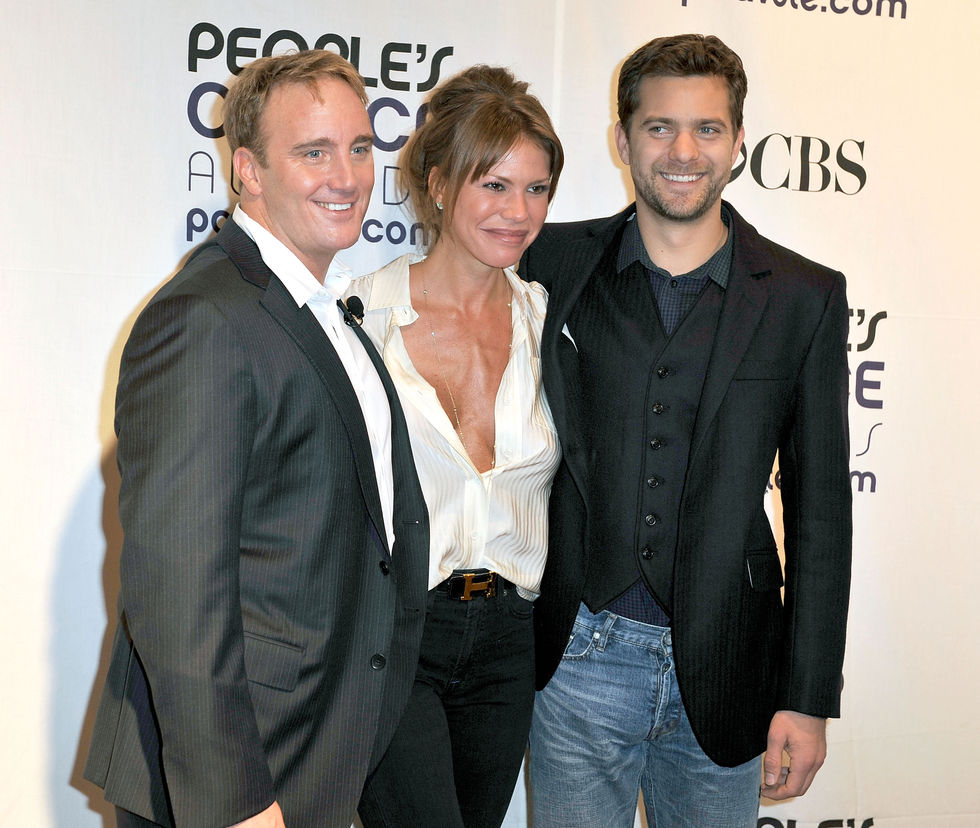 nikki-cox-35th-annual-peoples-choice-awards-nominations-in-beverly-hills-02