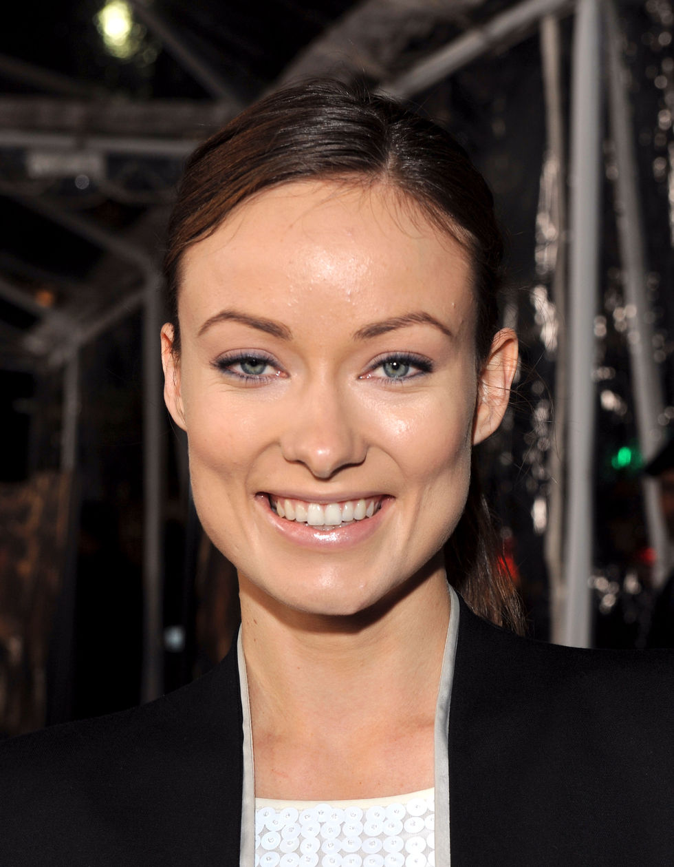 olivia-wilde-crazy-heart-premiere-in-los-angeles-01