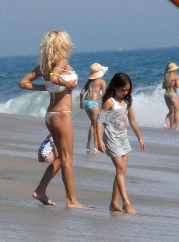 pamela-anderson-bikini-candids-in-malibu-lq-01