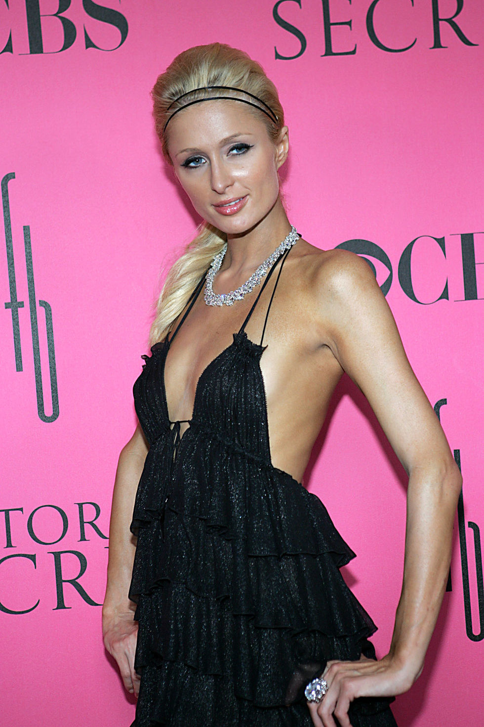 paris-hilton-2008-victorias-secret-fashion-show-01